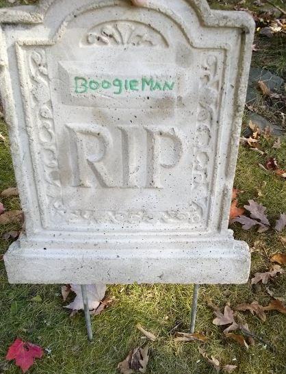 DIY Halloween tombstone