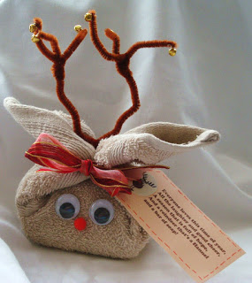 Which of these 12 homemade Christmas gifts for teachers will you be making? They are easy to make, super fun, and guarantee to put a smile on your teacher!